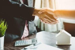 Courtier commercial, indépendant ou en ligne